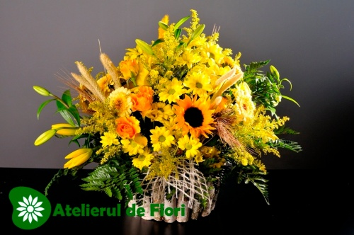 Cos cu flori de vara