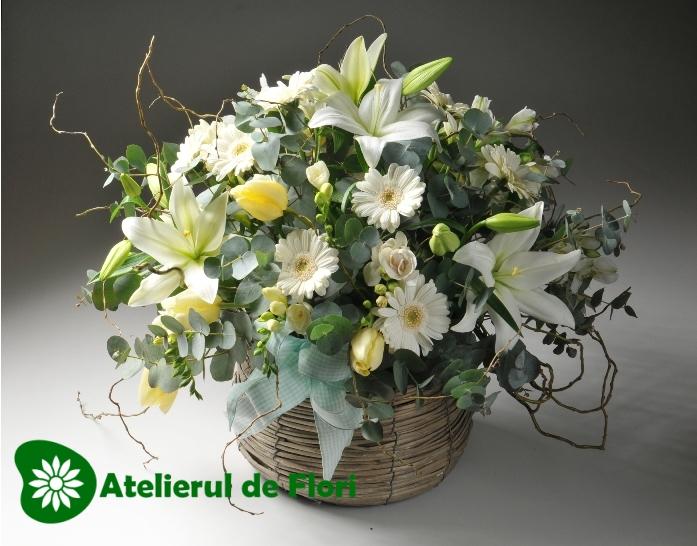 Cos cu flori de primavara alb crem Cod 108 Pret 220 lei Click pentru detalii