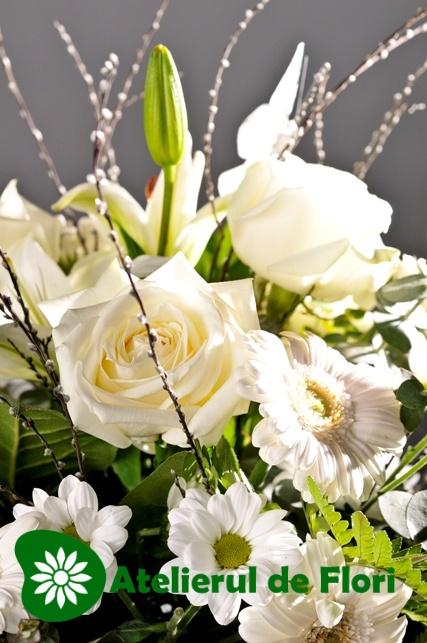 Cos mesteacan cu flori albe