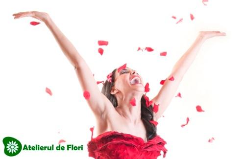 rochie de petale trandafiri rosii