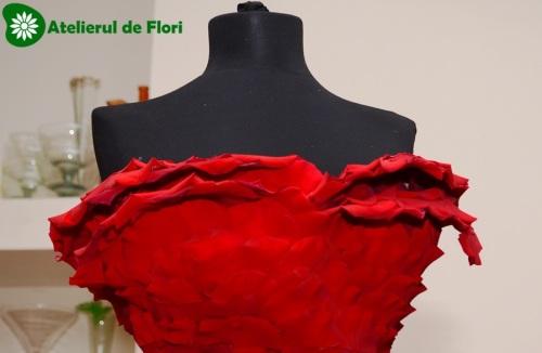 Rochie din petale de flori