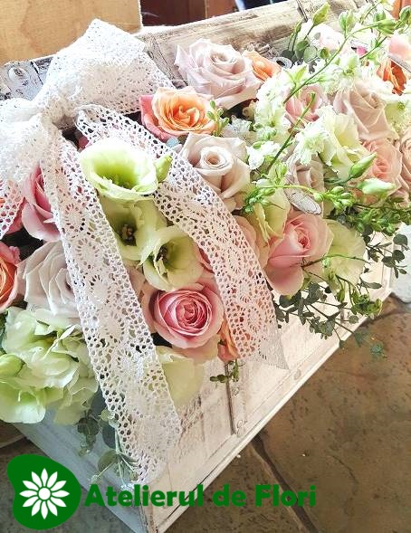 cufar cu flori pastelate