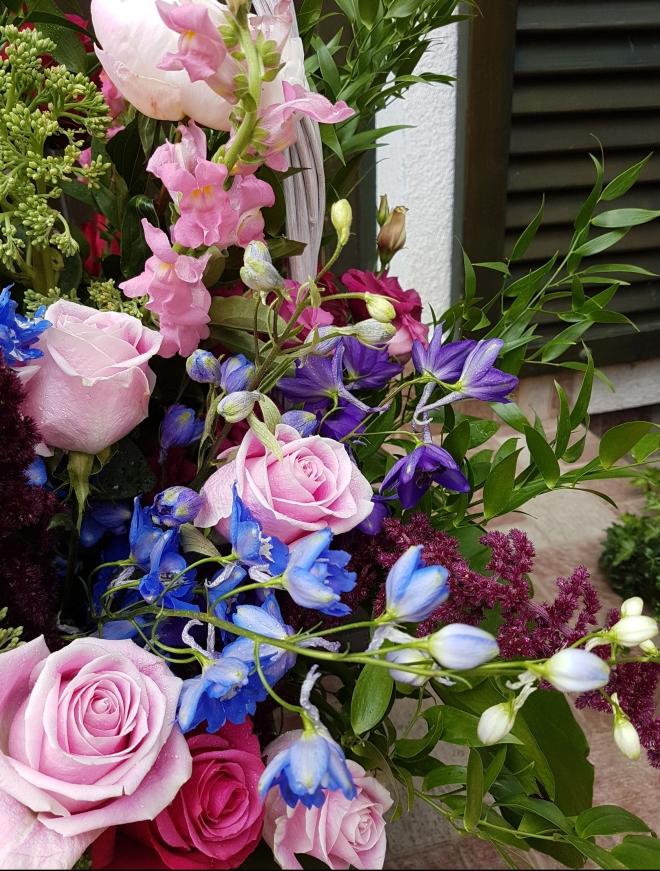 flori-de-vara-cos-nuiele.jpg